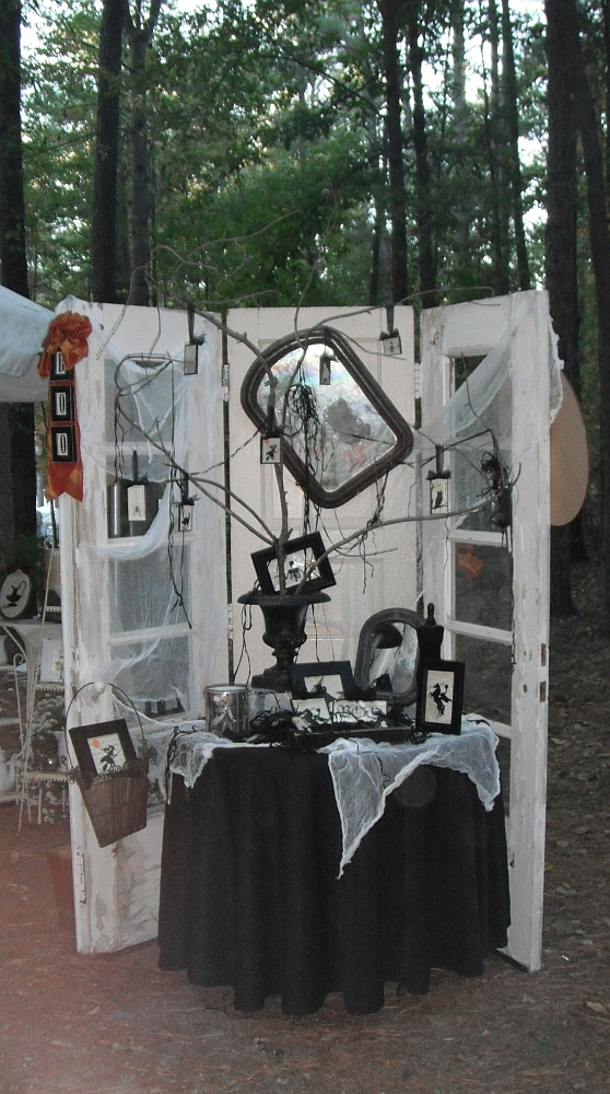 LoVe this Halloween display!  juNxtaposition: country living fair south