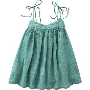 Groen jurkje vanTocotó vintage. Kleine ster op de borst. Ronde hals, sluit met striksluiting op de schouders. Fijne zilverkleurige lurex draad door de stof geweven.     Gep...