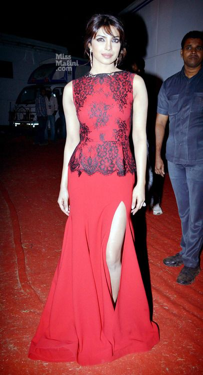#PriyankaChopra in stunning Victorian style dress with modern slit sex appeal