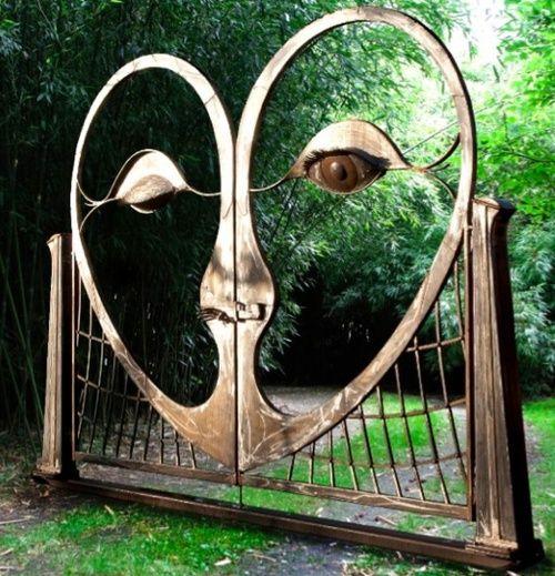 winking eye gate