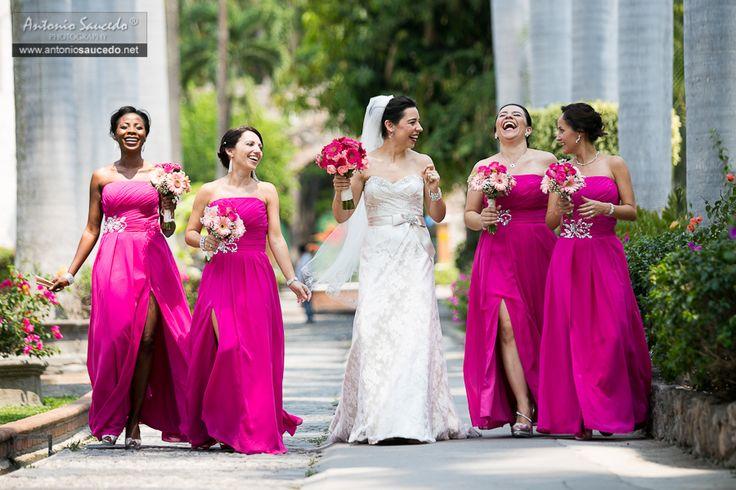 En Morelos siempre hay buenos luagres para un shooting...  #weddingdress #pink #bride #shooting