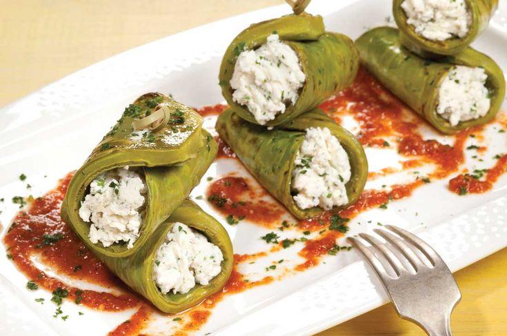 Nopales asados y rellenos de requesón con salsa roja - Cocina Vital