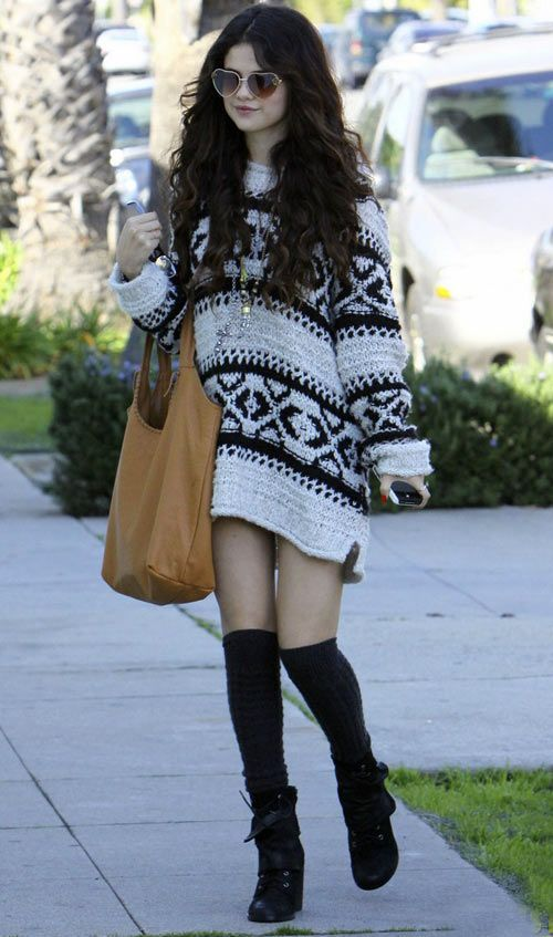 Selena Gomez ::: Maxi  Tricô como  Vestido, Soquete 7/8 e óculos de sol coração -  /   Selena Gomez ::: maxi knitting like dress, socket 7/8 and heart sunglasses -