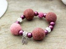 #Handmade #jewelry #bracelet http://www.rmekszer.hu/ Rózsaszín szerelem nemez karkötő
