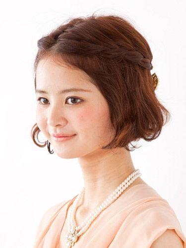 清楚なお嬢様風クラシカルハーフアップ♡ ショートヘアの結婚式列席者におすすめの髪型一覧。