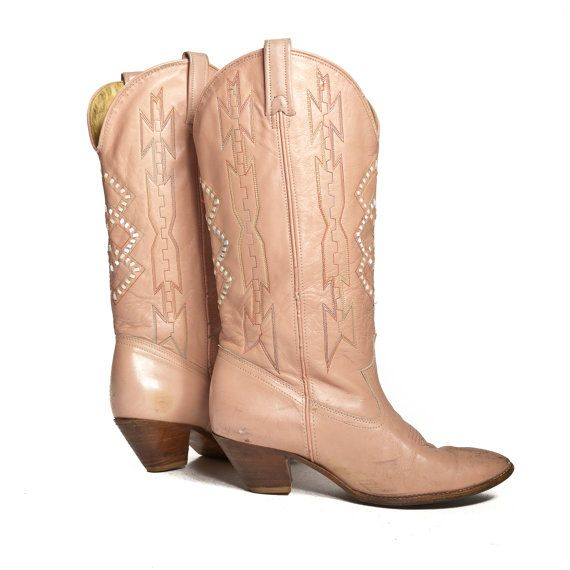i just want to wear cowboy boots and sun dresses all summerClothing Boards, Colors Style Lov, Cowboy Boots, Closets, Birthday Wishlist, Fall Outfit, Women Clothing Blushes Colors, Cowgirls Boots, Beautiful Clothing