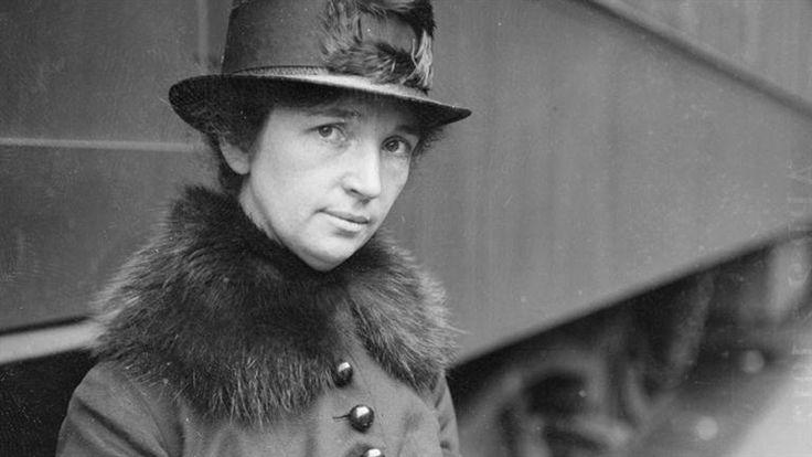 """Mary Sanger: Durante sus estudios de enfermería en el hospital neoyorquino de White Plains, Sanger tomó conciencia de la importancia del desarrollo de métodos anticonceptivos para evitar embarazos. Por ello, en 1914 fundó """"The Woman Rebel"""" revista que le sirvió como ventana para promocionar anticonceptivos femeninos. En 1917, inauguró la primera clínica de planificación familiar."""