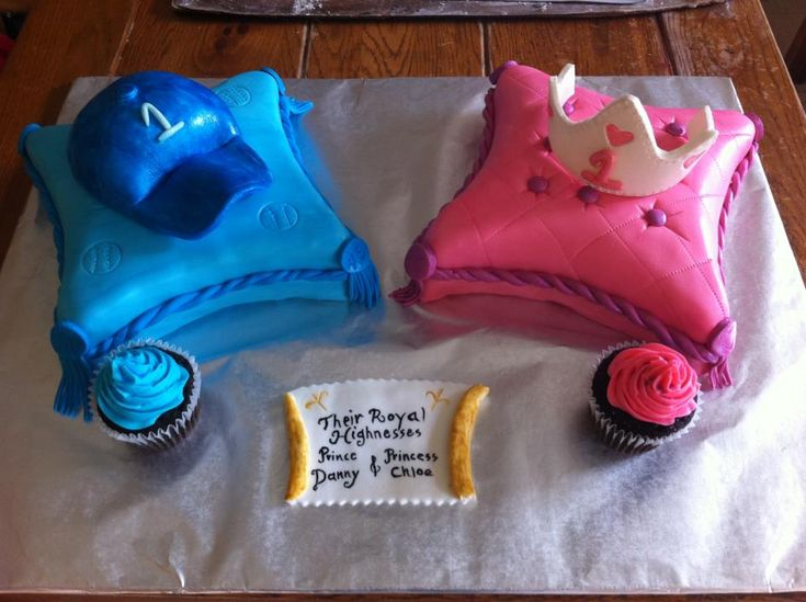 Birthday Cake Ideas For Boy And Girl Twins : Twins 1st birthday cakes Boy Girl Twins Pinterest ...