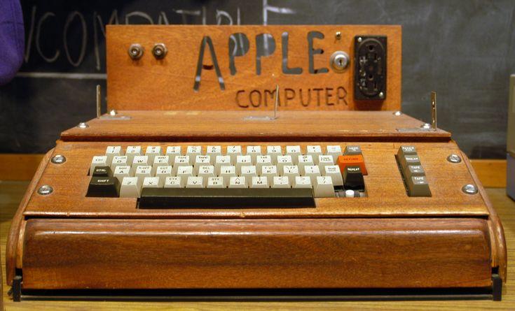 Der Apple I wurde von Steve Wozniak entworfen und ist der erste in Serie hergestellte PC der Wel...