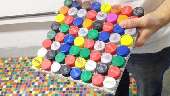 Pisotapitas - revestimento de superficies con tapóns de botellas de plástico!  InfoArq-2013-09-26-pisotapitas5