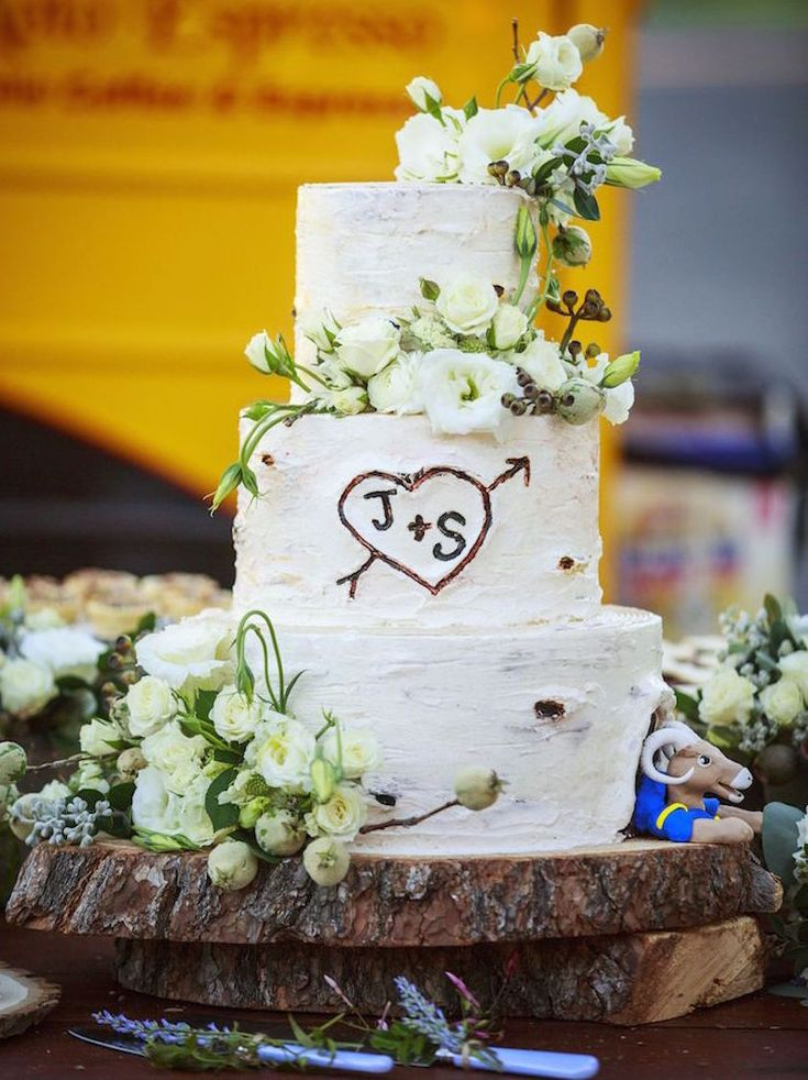 Rustic Inspired Wedding Cakes