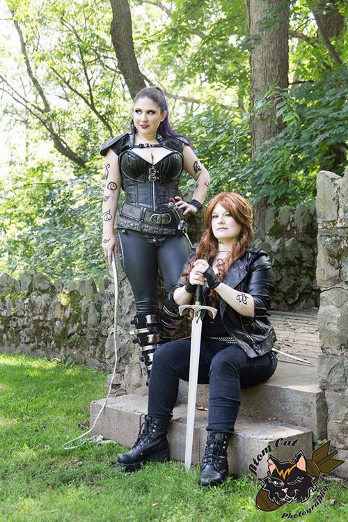 Mortal Instruments Izzy & Clary Cosplay http://geekxgirls.com/article.php?ID=7904
