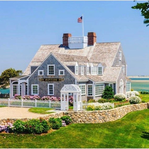 25 best ideas about new england style homes on pinterest for New england cottage style