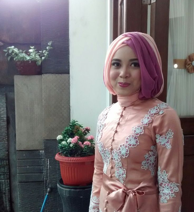Kebaya peach hijab with bow