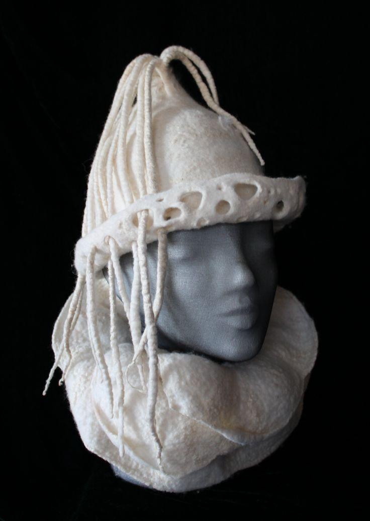 Kunstatelier Elena Heinss Hat with collar