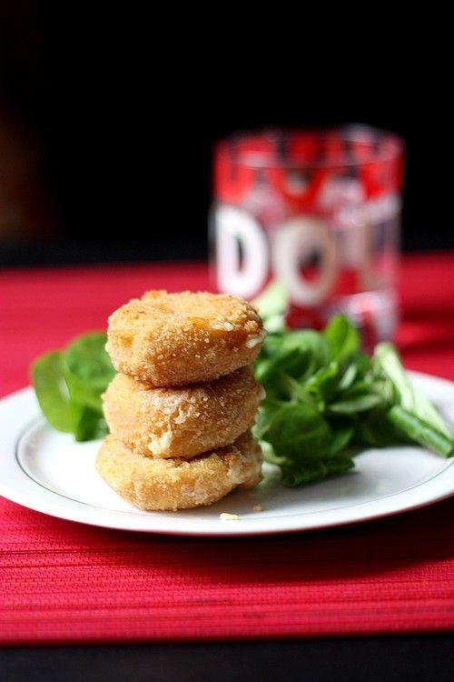 Mini Babybel panés au jambon, pour 4 : – 12 Mini Babybel – 4 tranches de jambon blanc – 2 oeufs – 3 cs de chapelure – poivre – huile de friture