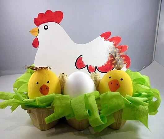 Un nido reciclado para la gallina y sus pollitos