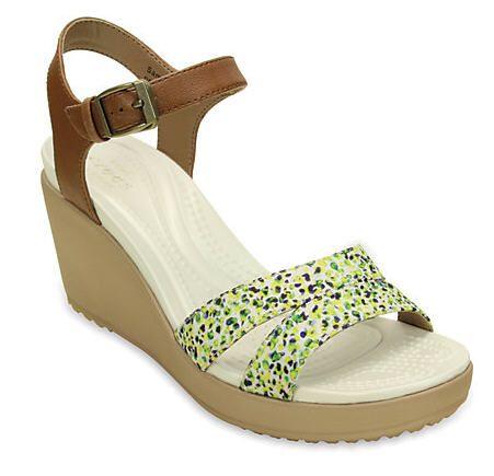 Sandales femme Crocs pas cher, achat Women's Leigh II Ankle Strap Graphic Wedge prix promo Crocs 69,99 €