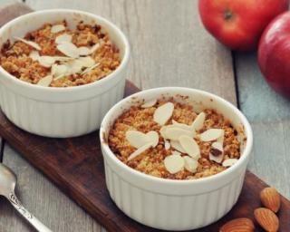 Crumble aux pommes allégé : http://www.fourchette-et-bikini.fr/recettes/recettes-minceur/crumble-aux-pommes-allege.html