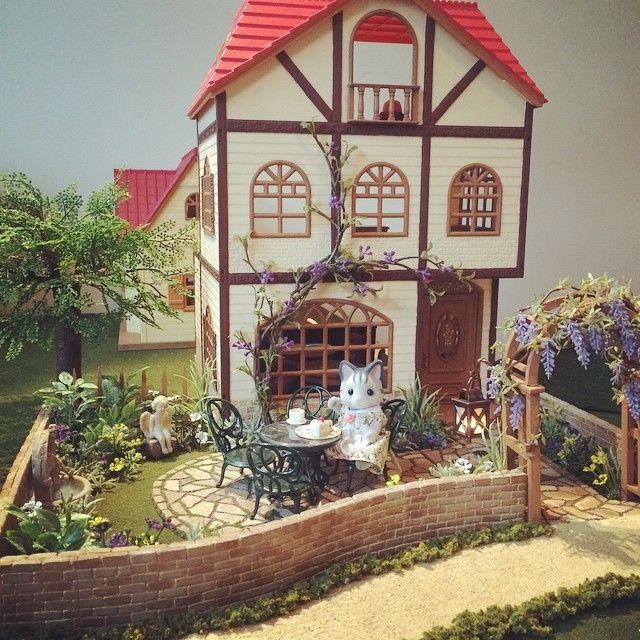 "Sylvanian families blog - 灰みみ (Ash Mimi) (@ashmimisylvanian) auf Instagram: ""#ドールハウス #ミニチュア #ジオラマ #森林家族 #シルバニアファミリー #sylvanianfamilies #calicocritters #diorama #miniature…"""