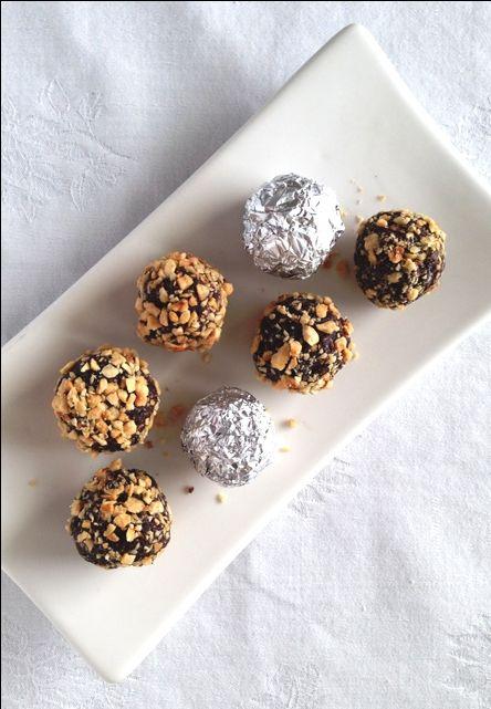 ¿Habías pensado alguna vez que podías preparar en casa bombones Ferrero Rocher ©? Sin lácteos, sin gluten, veganos. Y RIQUÍSIMOS.