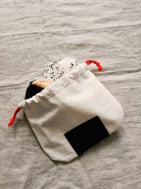 【再販】おむすび巾着(小)おにぎり、赤ちゃんのおもちゃ、小物入れに…