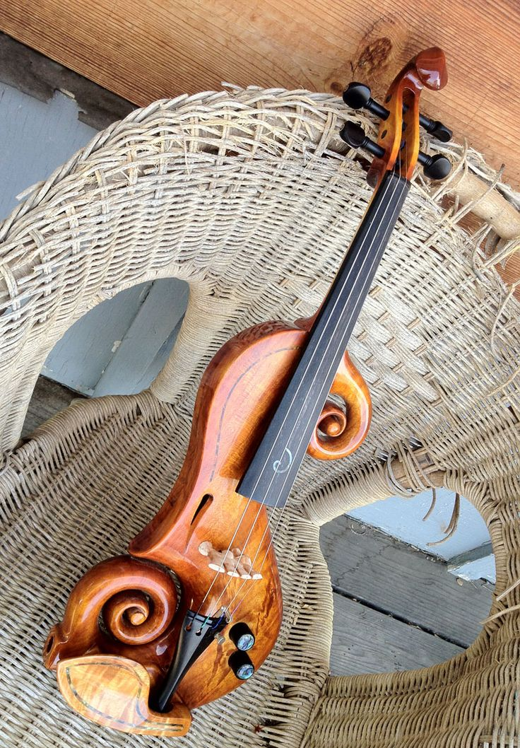 Beautiful electric violin·Taylor Davis plays this violin in the Last Goodby( Billy Boyd)