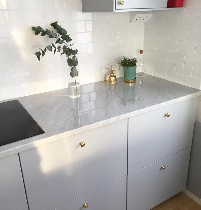 På väg för att hämta  äntligen. #kök #köksinspo #inredningsinspiration #inredning #kitchen #veddinge #ikea #mässing #gråttkök #lhådös #marmor #marmorskiva #svenskttenn #haws #inredningsdetaljer #inspo #hem #hemma #designbymadde #newhomebynina #designbymirelle #lifestylebyl #myhomebycamilla
