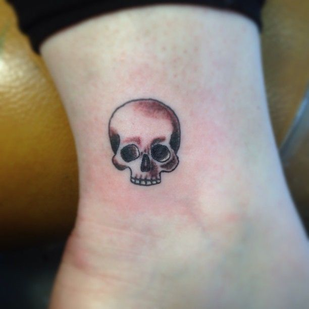 1000 ideas about Small Skull Tattoo on Pinterest | Tiny skull tattoos ...