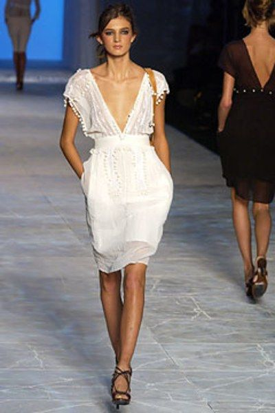 See the complete Chloé Spring 2003 Ready-to-Wear collection.