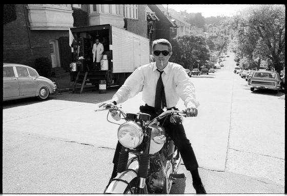 Caine, McQueen, blanco y negro |  Dos libros revisan en imágenes inéditas la vida de dos genios de la interpretación que compartieron hitos artísticos pero que nunca se cruzaron en la gran pantalla