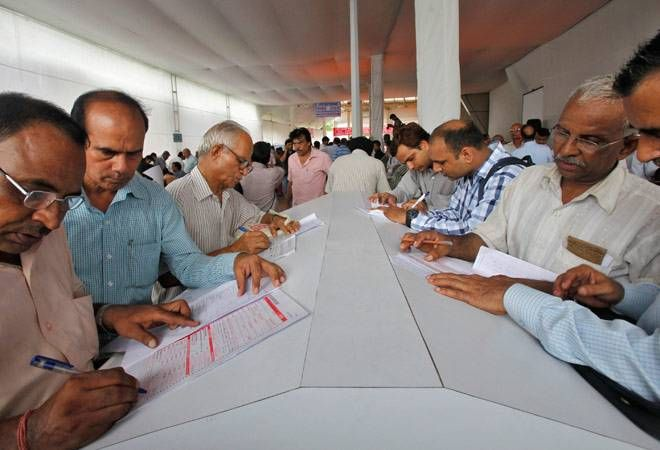 I-T dept asks traders to pay advance tax rather than annual returns