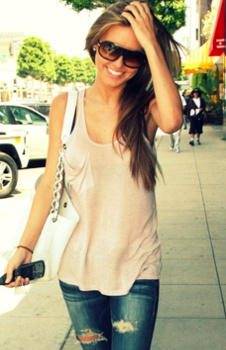 simple while shopping: Ripped Jeans, Casual Style, Casual Summer, Summer Looks, Cute Outfits, Summer Outfits, Audrina Patridge, Casual Outfits, Casual Looks