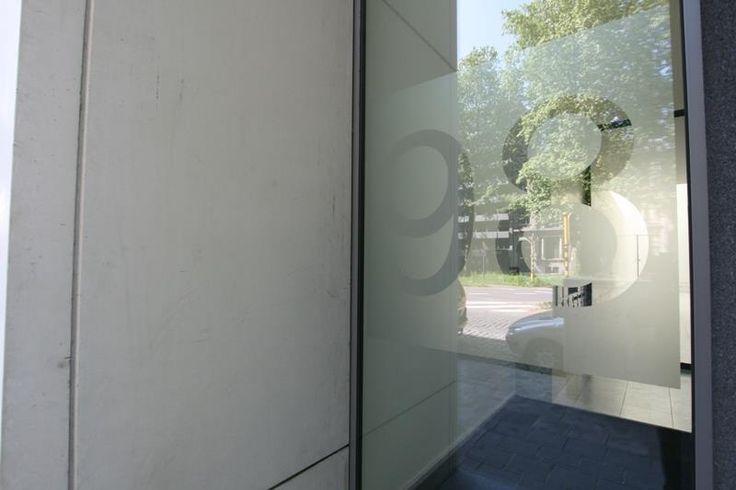 Res. Urbaine, 1 slpk app met ruim terras, 1ste v. - 275000€ - Frankrijklei 98, 2000 ANTWERPEN 2000 - Nieuwbouw RUIM 1-slaapkamer appartement van ca. 95m², 1ste verdieping, gelegen aan de Leien, dichtbij de Meir, Hopland en Schuttershofstraat.  Indeling: inkomhal, bergruimte en gastentoilet, volledig geïnstalleerde keuken, zeer ruime leefruimte met grote ramen ca. 42m², zorgen voor extra veel lichtinval, een ruime slaapkamer van ca. 12m² met aansluitend een dressing, badkamer met ligbad en…