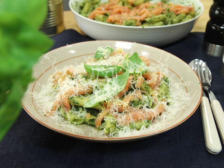 Snabb pasta med gravad lax och pesto | Recept.nu