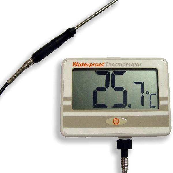 """http://www.termometer.se/Vattentat-termometer-for-vaggmontering.html  Vattentät termometer för väggmontering - Termometer.se  Övervaka temperatur med detta instrument som erbjuder ett brett temperaturområde, och kan användas både som en bärbar enhet eller en väggmonterad och har en stor LCD-display. Mätaren och givaren (när de är hopfogade) erbjuder vattentät (IP67). Lätt att använda och ºC /ºF omkopplingsbart. Levereras komplett med givare, hållare, 4 """"AAA"""" alkaliska batterier..."""