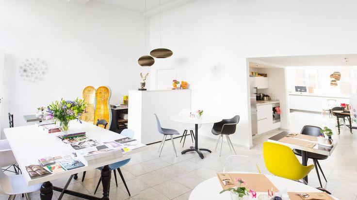 Kunstlokaal Lunchroom - open do t/m zo van 12 tot 5 #kunstlokaalmaastricht #jekerkwartier #maastricht #ontdek #inspiratie #kunst #lunch #binnentuin #openhaard