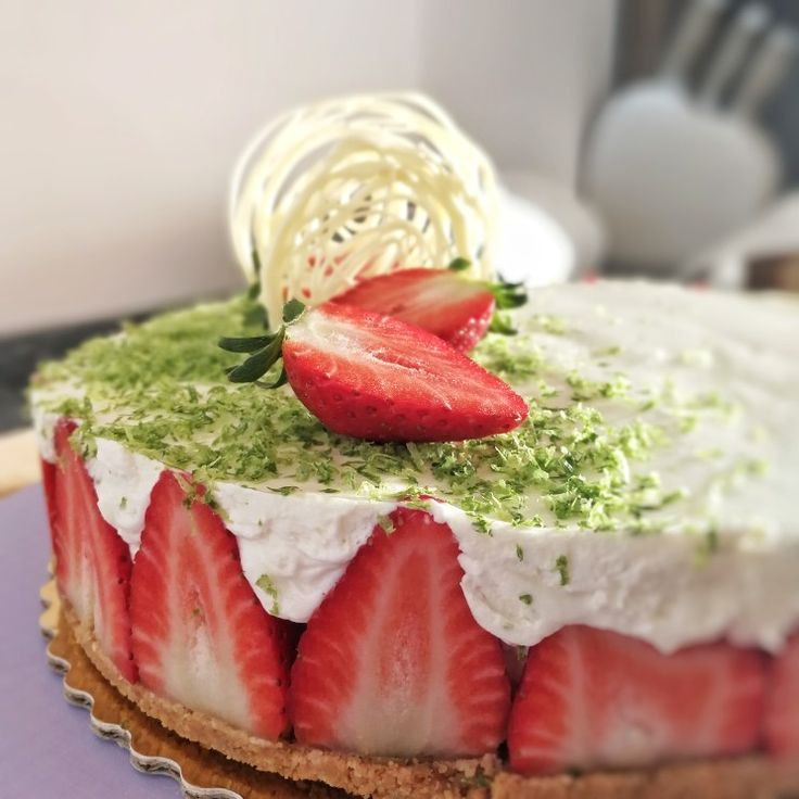 Lime &  Strawberries cheesecake  #cheesecake #lime #strawberries #decoration
