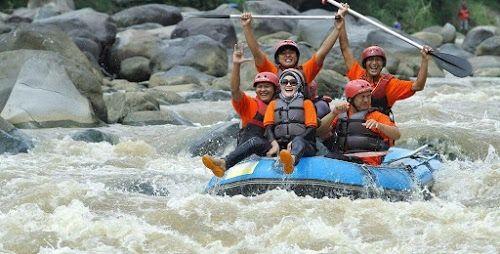 Paket Wisata Jogja 1 Hari Rafting Sungai Elo - Kaliurang Park Lost Castle + Malioboro Tour