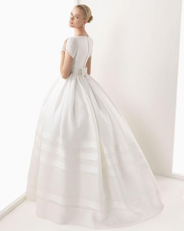 BRENDA - Rustic silk gazare gown in ivory  K19- Swarovski tiara in ivory, G10- Lace and tulle gloves in ivory