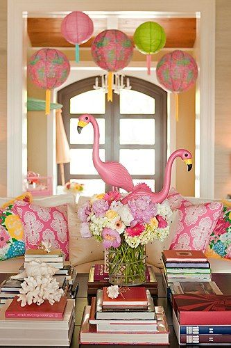 Such a cute centerpiece with my favorite bird! For a Flamingle Party!!