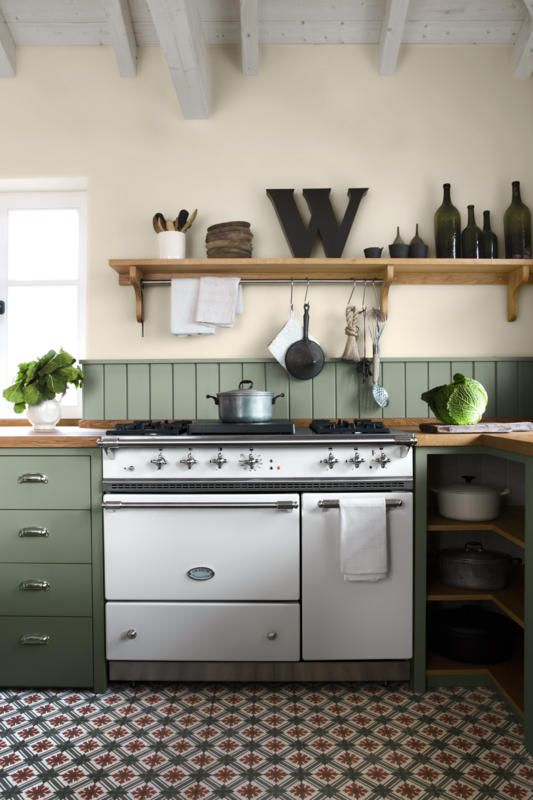 Küchengestaltung in Dunkelgrün | roomido.com