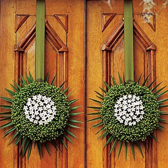 Church doors for wedding: Modern and dramatic floral