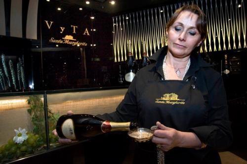 VyTA Santa Margherita, il gourmet in stazione Buon vino e buon cibo nelle principali stazioni italiane: ecco VyTa Santa Margherita