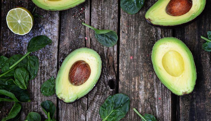 Zo irritant: je wil 's avonds guacamole maken, of iets anders lekkers met avocado's, maar ze zijn nog keihard. Zelfs de eetrijpe. Bah! Met deze snelle tips kun je ervoor zorgen dat je avo's sneller rijp zijn. Bloem Gek misschien, maar als je een avocado in een diepe kom legt en helemaal bedekt met bloem […]