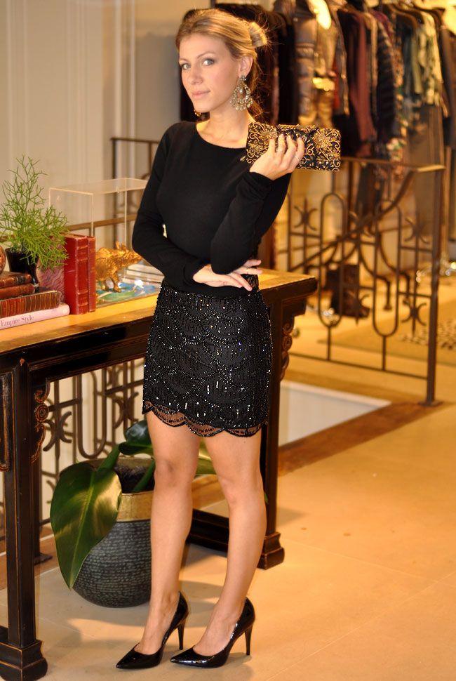 E essa saia? É de apaixonar! Pretinho básico para o look de balada.