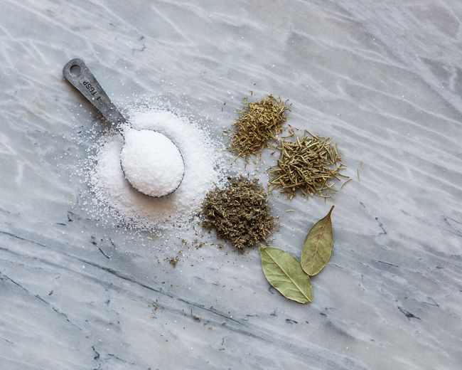 How To Brine a Turkey   Dry Brine Herbed Salt Recipe | http://hellonatural.co/how-to-brine-a-turkey/