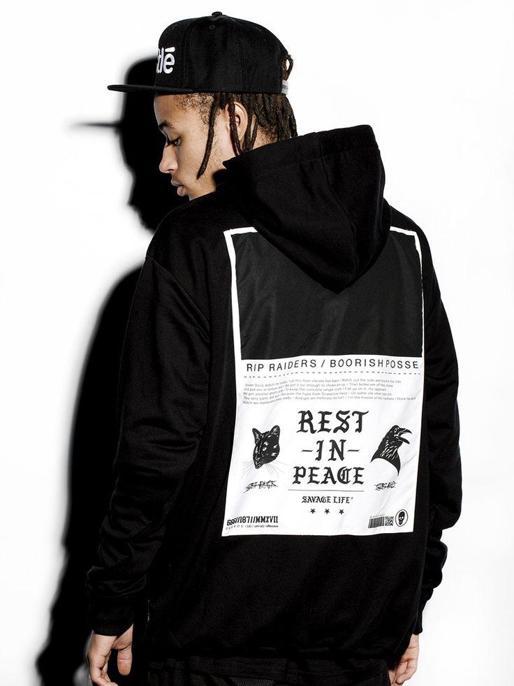 Zobacz Savage Hoody Black marki R.I.P. w kategorii Bluzy w UrbanCity.pl! Bluza z kapturem marki R.I.P. Z przodu na piersi logotyp. Z tyłu bluzy naszyliśmy wielką, zadrukowaną grafikę. Materiał: 90% bawełna, 10% poliester.