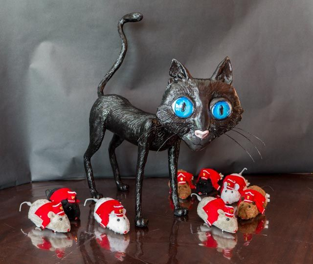 Coraline Cat Paper mache cat and wind up mice with felt costumes. Used for a Coraline game.