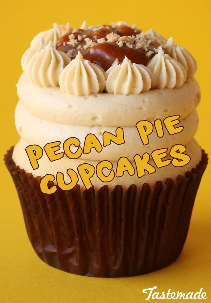 Pecan pie craving? Why make a whole pie when you can make these cute Pecan Pie Cupcakes instead!